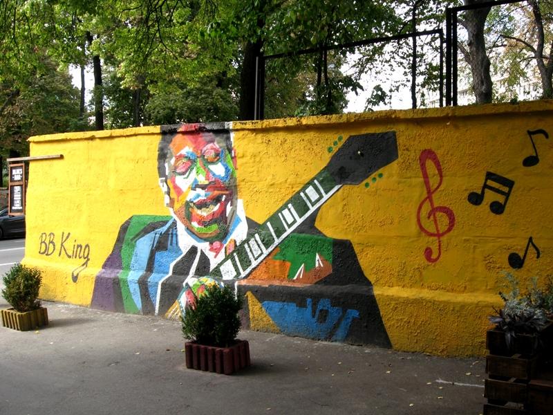 Адреса: навпроти Blues Bar, що на  вулиці Михайлівській, 24а