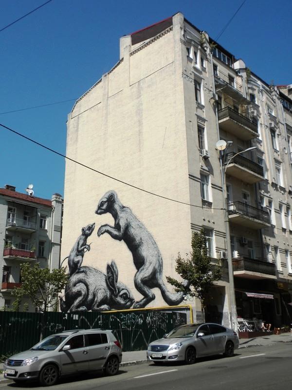 Адреса: вулиця Олеся Гончара, 32а Автор: ROA (Пітер Роа, Бельгія)